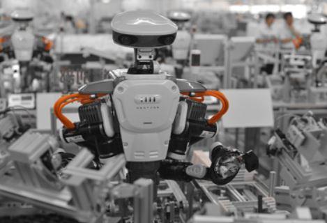 El robot Nextage y los operarios trabajan juntos