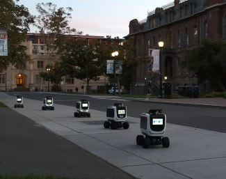 Un robot llamado Kiwibot reparte comida a domicilio