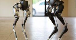 Robot Cassie enseña a andar a otros robots bípedos